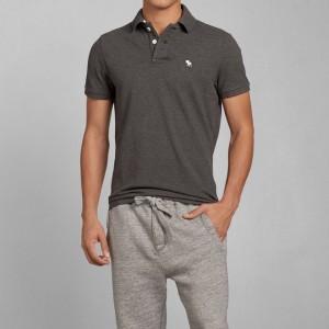夏場をシックに大人っぽく!ダークグレー・濃灰色の半袖ポロシャツ