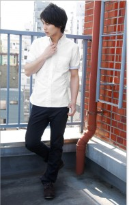 夏もきれいめで清潔感ある印象に!ホワイト・白色の襟付き半袖シャツ