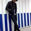ルードでモードな男らしい雰囲気の黒×黒のスタジャンがおすすめ!